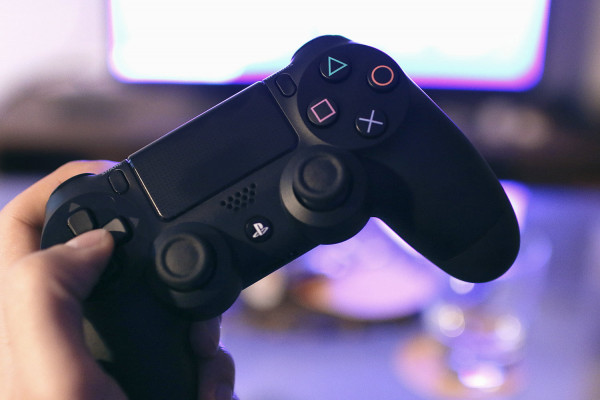 sony-ps4-controller-tv-0001